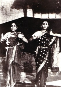 Devadasi dancers Kumbhakonam Banumathi (1922-2006) and Varalakshmi (1910-37) Bhanumathi and her aunt Varalakshmi were students of Papanasam Vadivelu Nattuvanar (1884-1937). In 1934, Bhanumathi and Varalakshmi performed together at the Madras Music Academy. Varalakshmi tragically passed away at the age of 19, but Bhanumathi continued to perform until around 1954. Photo from the collection of Dr. B.M. Sundaram