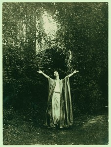 Photo from Modern Gestures: Abraham Walkowitz Draws Isadora Duncan Dancing